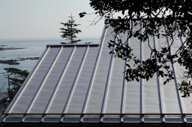 ガルバリウム鋼板を外壁屋根に使うメリットデメリットと日常の
